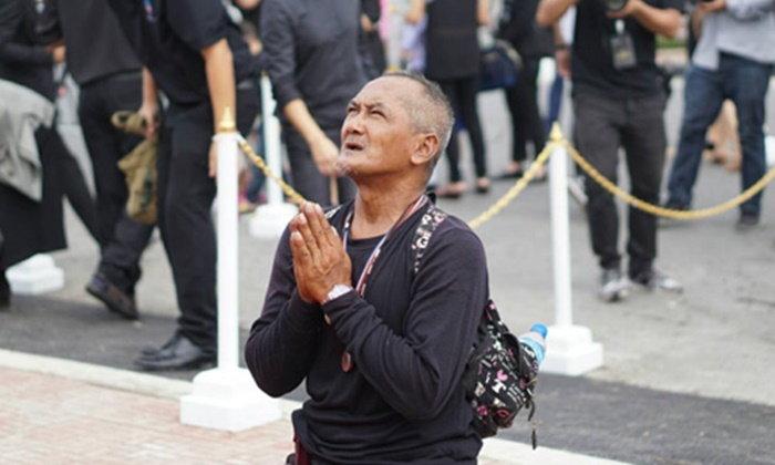 ลุงนักปั่นวัย 56 ปี จากภูเก็ตถึง กทม.กราบพระบรมฉายาลักษณ์ ร.9 แล้ว