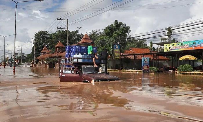 วิกฤต! ฝนถล่มเชียงใหม่ น้ำป่าหลากเข้าท่วม อ.หางดง กระทบ 1,000 ครัวเรือน