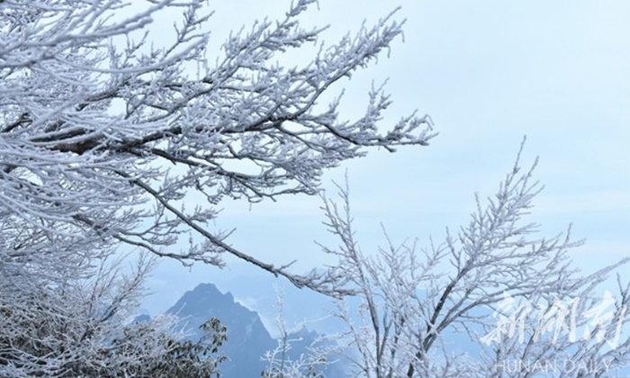 """สวยตระการตา ปรากฏการณ์ """"อู้ซง"""" แรกบนภูเขาเทียนเหมินซาน"""