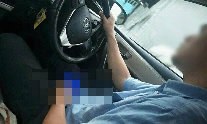 แท็กซี่สุดหื่น ควักเจ้าโลกช่วยตัวเอง ต่อหน้าผู้โดยสารสาว