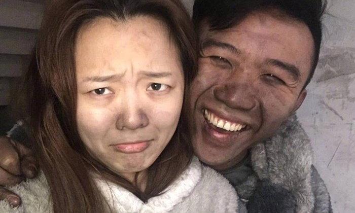 ยังยิ้มได้ คู่รักชาวจีนเซลฟีบ้านหลังไฟไหม้ หวังเป็นอุทาหรณ์