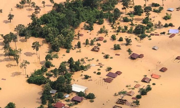 ภาพมุมสูง ลาวเขื่อนแตก มวลน้ำทะลักท่วมมิดหลังคา-คนสูญหายนับร้อย (มีคลิป)