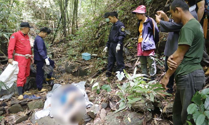 """หนุ่มหายตัว 5 วัน ชาวบ้านหาไม่เจอ หลังทำพิธี """"ห่วงข้าว"""" พบเป็นศพอยู่กลางป่า"""
