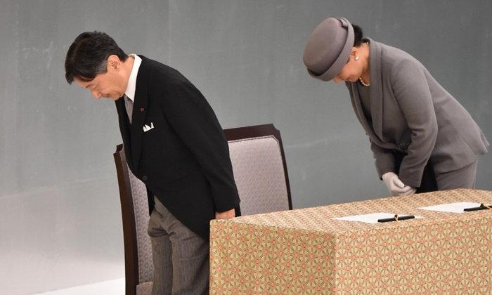 """พระจักรพรรดิญี่ปุ่นแสดง """"ความสำนึกผิด"""" ในวาระ 74 ปี สิ้นสุดสงครามโลก"""