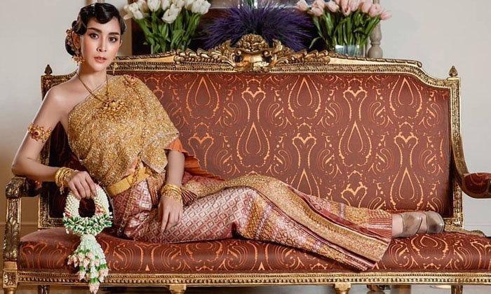 """""""ใหม่ สุคนธวา"""" ขอเปลี่ยนลุค สวมชุดไทยถ่ายพรีเวดดิ้ง สวยสง่าดุจต้องมนต์สะกด"""