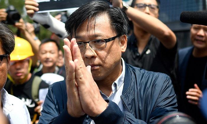 ฮ่องกงร้าวหนัก นักการเมืองฝ่ายหนุนจีนถูกคนร้ายแทงขณะหาเสียง