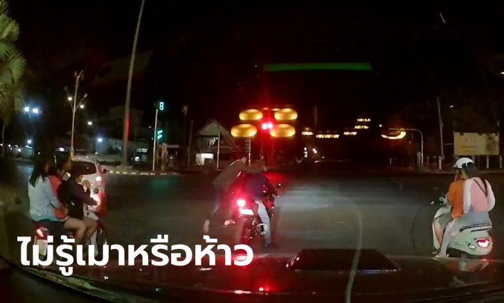 สงสารไม่ลง กล้องจับภาพ 2 หนุ่มขี่บิ๊กไบค์ยกล้อ พลาดล้มกลิ้งกระเด็นกลางไฟแดง