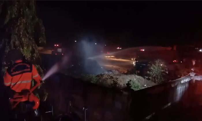 """ไฟไหม้ """"โรงงานรีไซเคิล"""" ใช้เวลาดับเพลิงร่วมครึ่งชั่วโมง ยังไม่ทราบมูลค่าความเสียหาย"""