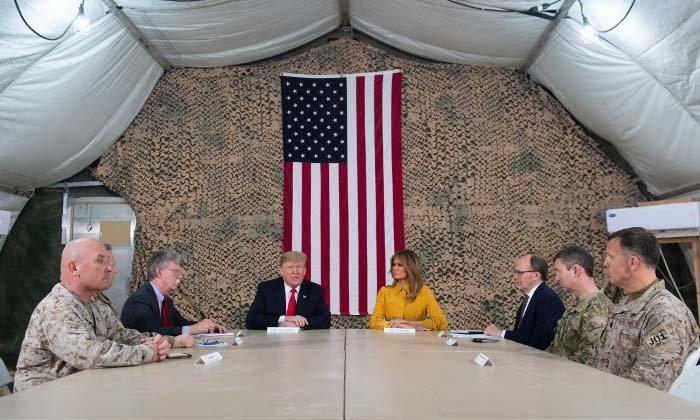 """ประธานาธิบดี """"ทรัมป์"""" โผล่เซอร์ไพรส์กองทัพในอิรัก"""