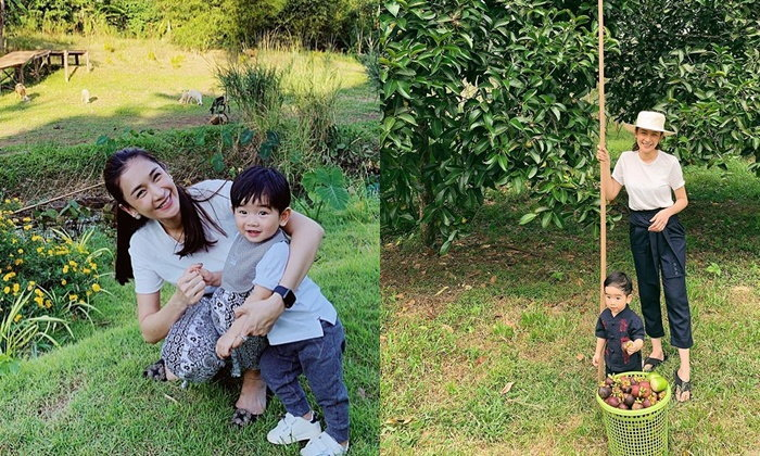 """""""เนย โชติกา"""" พาลูกชายกลับบ้านสวนคุณยาย ภาพเก็บมังคุด อยู่แบบบ้านๆ"""