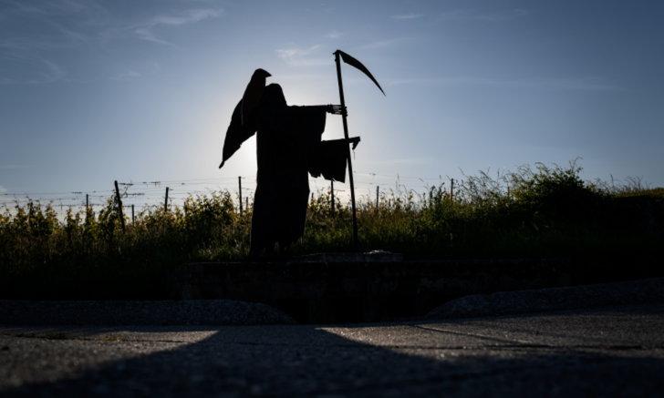 """หนุ่มฟลอริดา สวมบท """"Grim Reaper"""" ขอประชาชนสวมหน้ากากอนามัย"""
