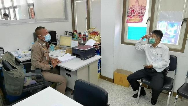 นายนพ ขณะเข้าแจ้งความต่อพนักงานสอบสวน สภ.เมืองราชบุรี