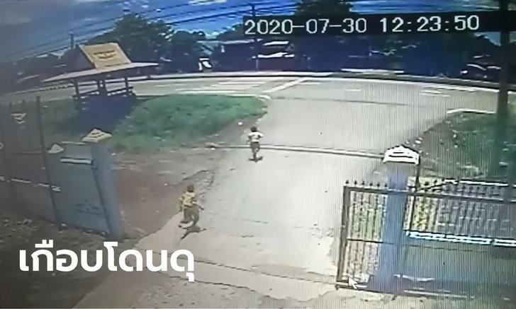 ครูเผยวงจรปิด 2 นักเรียนชายแอบวิ่งออกนอกโรงเรียน พอรู้สาเหตุถึงกับซึ้ง