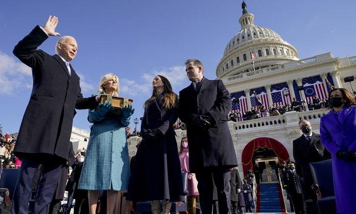 """ประมวลภาพ """"โจ ไบเดน"""" เข้าพิธีสาบานตนเป็นประธานาธิบดีสหรัฐฯ คนที่ 46"""