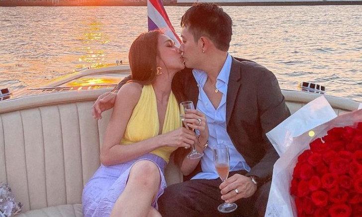 """""""เนย โชติกา"""" แลกจูบสามี กลางแม่น้ำเจ้าพระยา ฉลองรักอย่างเป็นทางการ ครบรอบ 12 ปีเต็ม"""
