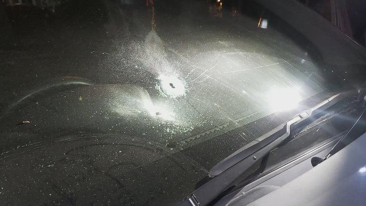 ร่องรอยรถตำรจถูกยิง