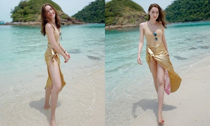 """""""เดียร์น่า"""" ใส่ชุดว่ายน้ำเดินเล่นริมหาด เผยให้เห็นขาเรียวยาว นานๆ ทีจะแอบเซ็กซี่"""