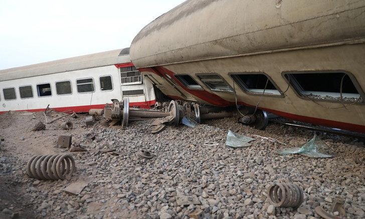 ยอดเหยื่อรถไฟตกรางในอียิปต์พุ่ง 23 ศพ เด้งประธานการรถไฟ
