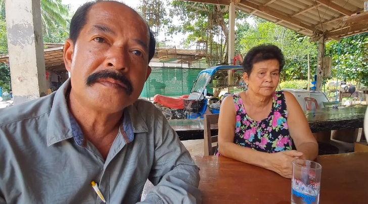 นายสามารถ รอดวิจิตร ผู้ใหญ่บ้านหมู่ที่ 9 และ นางนวลศรี ทวิชศรี อายุ 67 ปี