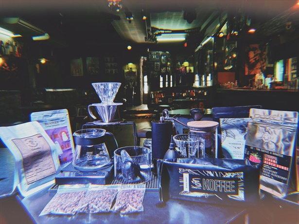 The Rock Pub กับการปรับตัวโดยหันมาขายกาแฟดริปและอาหารในช่วงกลางวัน