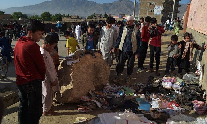 ยอดดับพุ่งเกิน 60 ศพ จากเหตุระเบิดใกล้ ร.ร.สตรีในอัฟกานิสถาน บาดเจ็บนับร้อย