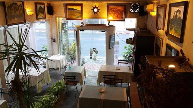 ร้าน Hemlock Art Restaurant บางลำพู กรุงเทพมหานคร