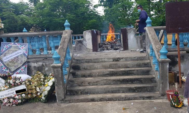 พวงหรีดสุดท้าย พลุงานศพระเบิด เศษเหล็กพุ่งปาดคอทนายความเสียชีวิตสยอง