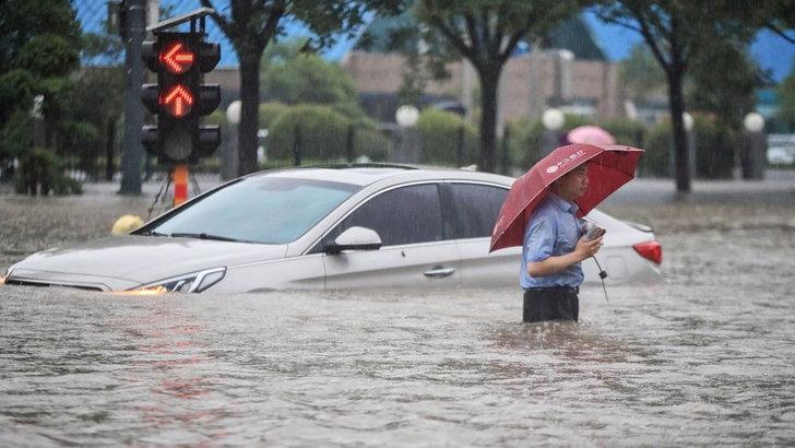 น้ำท่วมหนักเหอหนาน มีผู้เสียชีวิตแล้ว 12 ราย จีนเร่งอพยพประชาชนกว่าแสนชีวิต