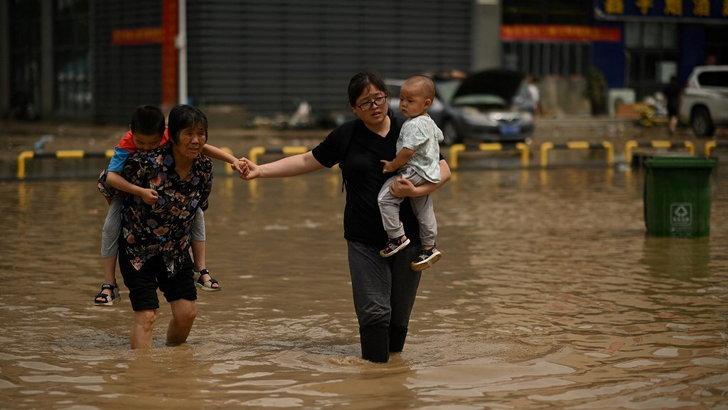 น้ำท่วมเหอหนานเสี่ยงเขื่อนแตก พบผู้เสียชีวิตแล้วกว่า 30 ราย สูญหายอีก 8 ราย