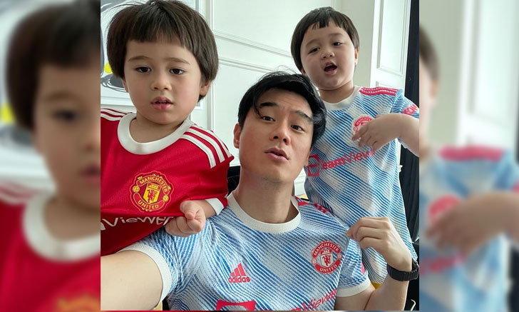 """""""สายฟ้า-พายุ"""" ใส่เสื้อทีมบอลกับ """"น็อต วิศรุต"""" พ่อลูกมีความฝาแฝด"""