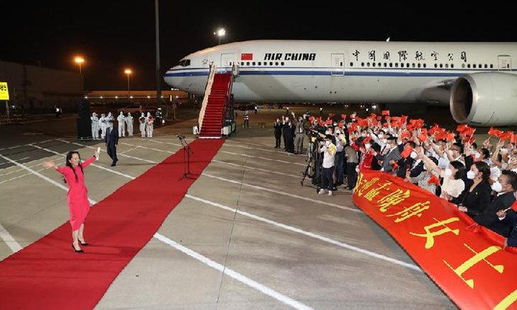 """CFO หัวเว่ย """"เมิ่ง หว่านโจว"""" กลับถึงบ้านเกิดแล้ว จีนจัดพิธีต้อนรับสุดอลัง"""