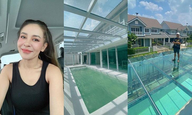 """""""เป็กกี้"""" อัปเดตภาพบ้าน มุมสระว่ายน้ำใต้กระจกสกายวอล์คที่ไว้นอนดูดาว"""