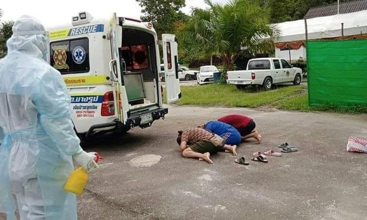 กู้ภัยยังร้องไห้ตาม โควิดคร่าชีวิตแม่ ลูกๆ กราบลาครั้งสุดท้ายส่งได้แค่ที่ท้ายรถ