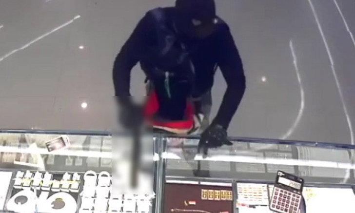 """พ่อเหยื่อคดีปล้นร้านทองลพบุรี โล่งใจจับคนร้ายได้ - ซัด """"มันคือซาตานกลับชาติมาเกิด"""""""