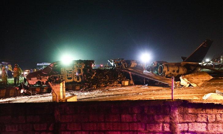 สลด! เครื่องบินขนย้ายผู้ป่วยระเบิดที่ฟิลิปปินส์-ไฟลุกท่วม ดับยกลำ 8 ศพ (มีคลิป)