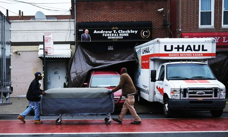 ตำรวจนิวยอร์กผงะ! พบศพปริศนา 50 ศพในรถบรรทุก ส่งกลิ่นโชยคลุ้ง