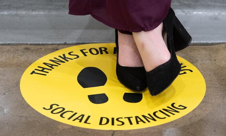 """ผลวิจัยเผย หากสหรัฐฯ ใช้ """"Social Distancing"""" เร็ว จะมีผู้เสียชีวิตจาก COVID-19 น้อยลง"""
