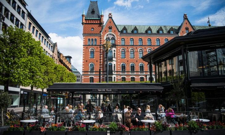"""สวีเดนยอมรับ """"ภูมิคุ้มกันหมู่"""" ยังไม่เกิดขึ้นในสต็อกโฮล์ม"""