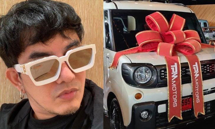 """""""พจน์ อานนท์"""" แจกเลขเด็ด โชว์ทะเบียนรถใหม่ป้ายแดง คอหวยถูกใจไลก์กระหน่ำ"""
