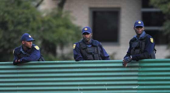 ตร.แอฟริกาใต้สั่งรปภ.เข้มพบสงสัยยิงทันที