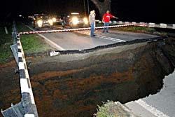 ผวา! พบแผ่นดินแยก หลุมยุบ อีกแล้ว