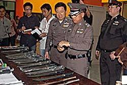 ค้นเทคนิคกรุงเทพฯ พบมีด-ปืนพร้อมกระสุน-บ้องกัญชา