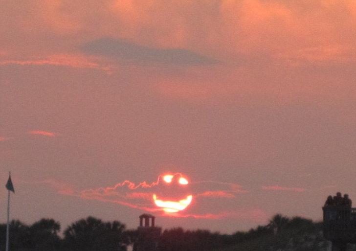 ช่างภาพมือเร็ว แชะ พระอาทิตย์ยิ้ม!!
