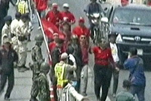 แดงชกชาวปทุมเลือดอาบฉุนโดนด่าทำรถติด
