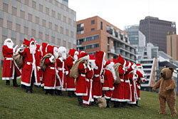 ซานต้าฝึกเข้ม เตรียมรับมือคริสต์มาส