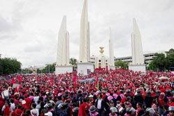 เสื้อแดง แน่นเต็ม อนุสาวรีย์ประชาธิปไตย