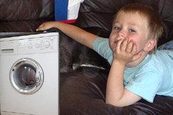 แม่สุดช็อค! ลูกวัย 4 ขวบ ดับคาเครื่องอบผ้าแห้ง
