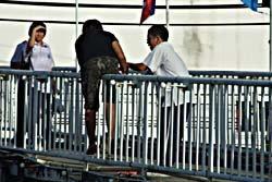 ระทึก! สาว 19 ถูกทอดทิ้ง หวังโดดสะพานดับ
