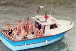 อึ้ง! บินตรวจการณ์ทหาร พบปาร์ตี้เปลือยเต็มเรือ