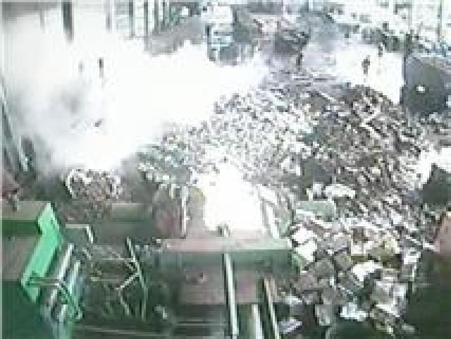 ระทึก! ไฟลุกท่วม 6 คนงานพม่าโรงงานรับซื้อของเก่า